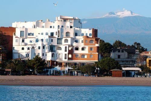 Alberghi di giardini naxos hotel in provincia di messina prenotazione di bed and breakfast e - Hotel la riva giardini naxos ...