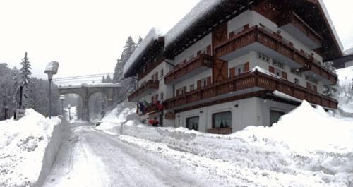 Alberghi subito disponibili a cortina d 39 ampezzo for Hotel meuble villa neve