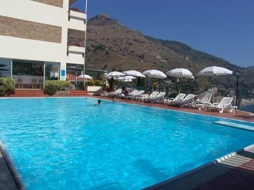 Alberghi per sportivi a taormina hotel con palestra piscina e attrezzature - Palestra con piscina ...