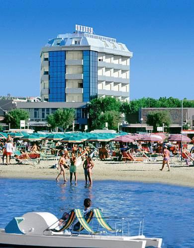 Alberghi per sportivi a CATTOLICA, hotel con palestra, piscina e ...
