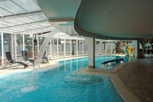 Alberghi per sportivi a milano marittima hotel con palestra piscina e attrezzature - Hotel con piscina coperta per bambini ...