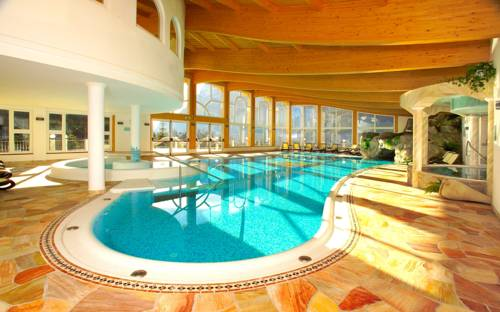 Hotel di molveno adatti ai bambini alberghi con giochi e - Hotel a molveno con piscina ...