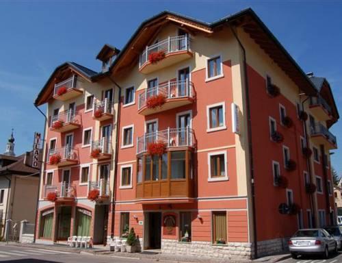 Alberghi di asiago hotel in provincia di vicenza for Hotel asiago con piscina